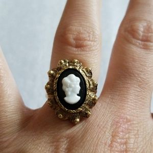 Jewelry - Adjustable Cameo ring
